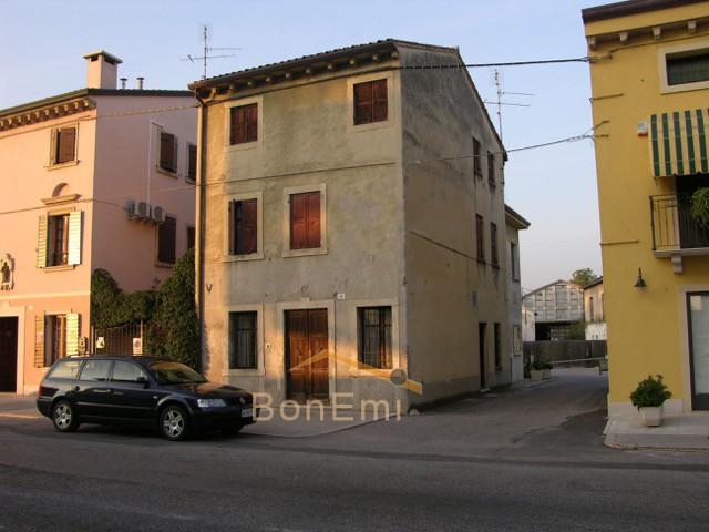 Casa indipendente in Vendita Bon.Emi. Immobiliare Multiservice